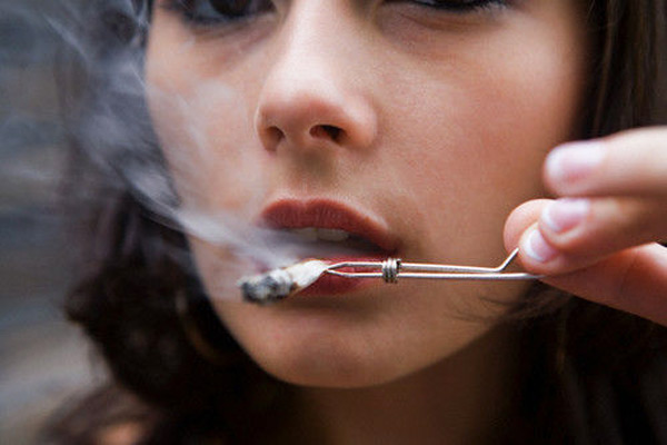 an analysis on why girls smoke Teenage smoking how common is  more adolescent girls than boys now smoke and this is probably the case in ireland as well.
